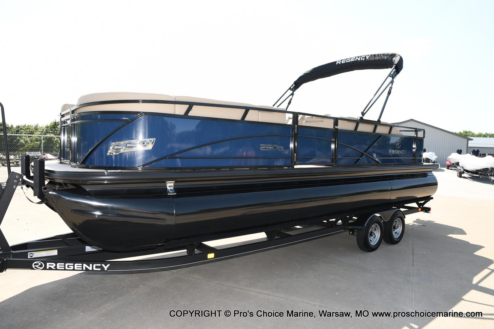 2021 Regency boat for sale, model of the boat is 250 DL3 & Image # 4 of 50