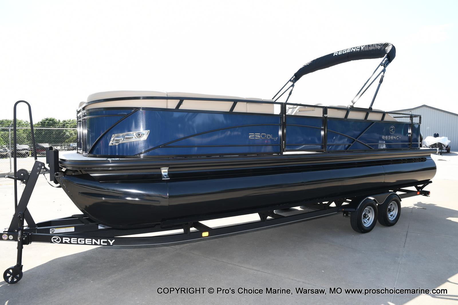 2021 Regency boat for sale, model of the boat is 250 DL3 & Image # 5 of 50