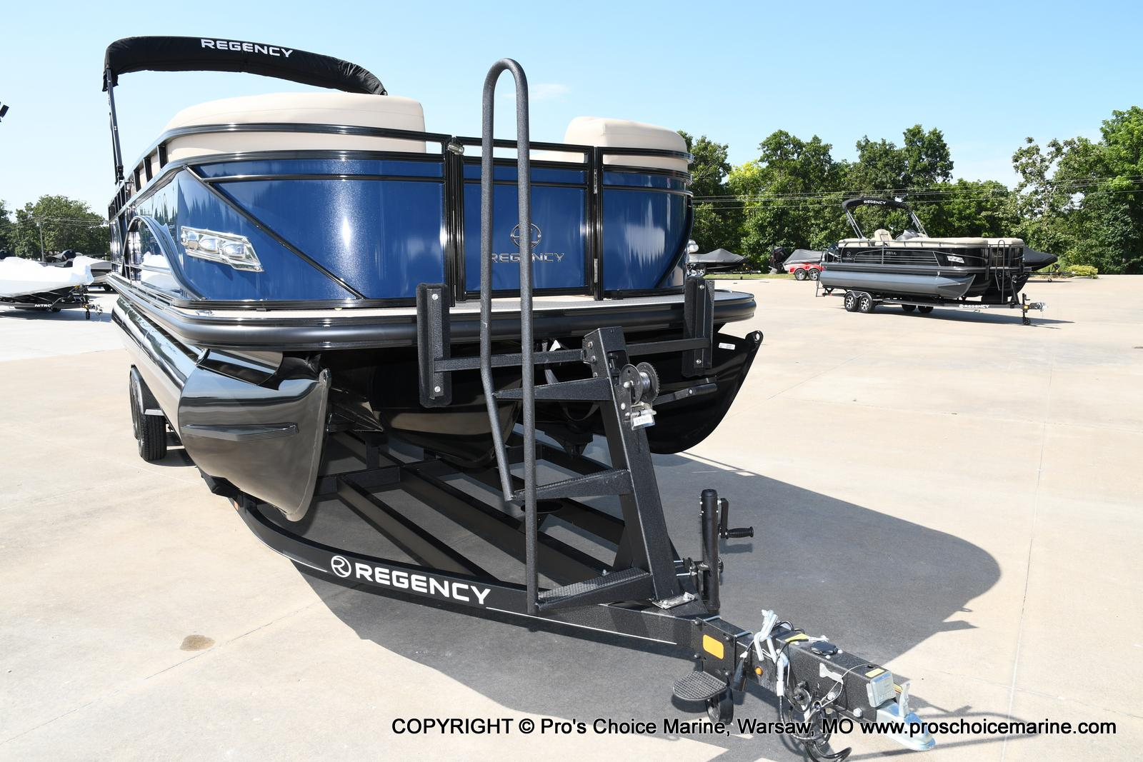 2021 Regency boat for sale, model of the boat is 250 DL3 & Image # 6 of 50