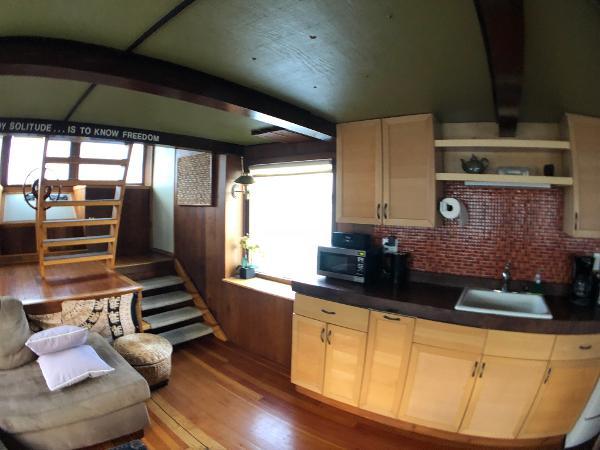 Custom Houseboat Buy Brokerage