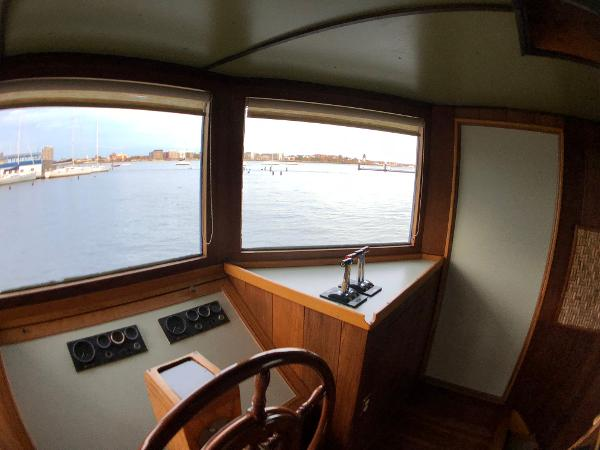 Custom Houseboat Sell Maine