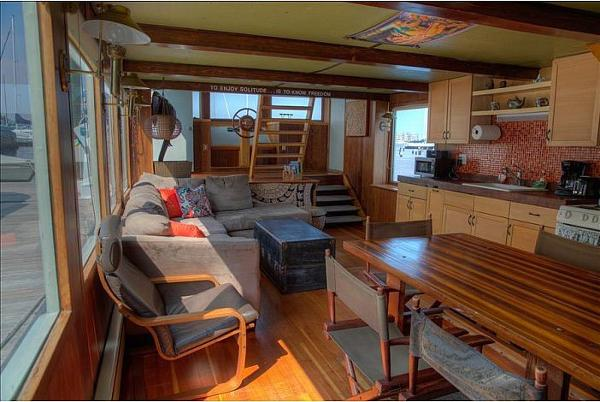Custom Houseboat Brokerage Brokerage