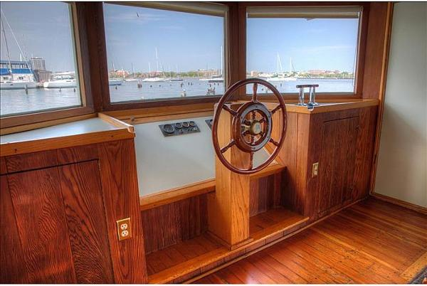 Custom Houseboat Brokerage BoatsalesListing