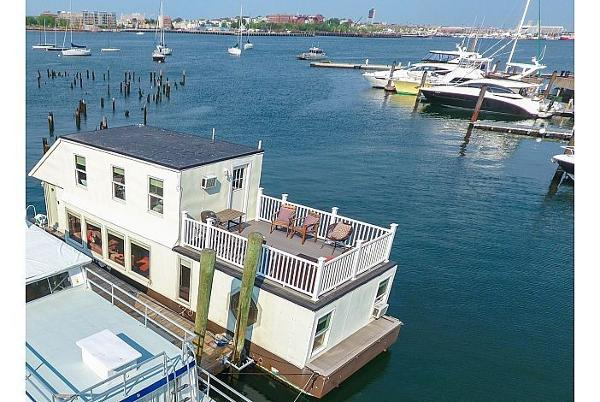 Custom Houseboat Brokerage Rhode Island