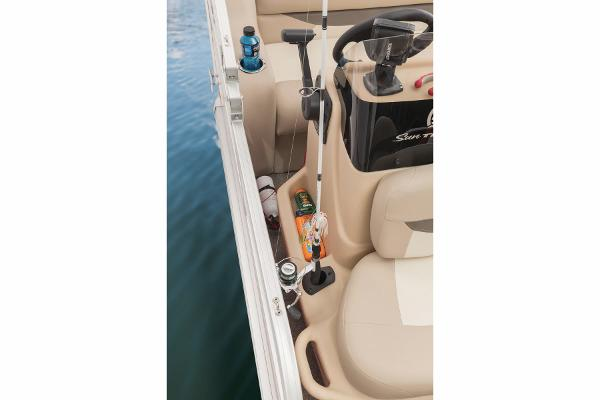 2015 Sun Tracker boat for sale, model of the boat is Bass Buggy 16 DLX & Image # 10 of 35