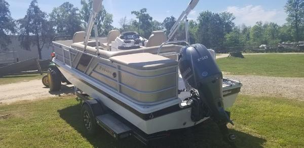 2020 Hurricane boat for sale, model of the boat is FD196REF / FISH & Image # 2 of 6