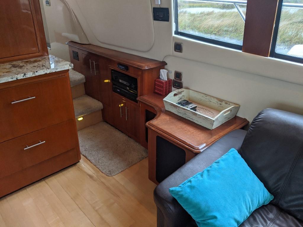 Carver 56 Voyager SE - Steps to Pilothouse