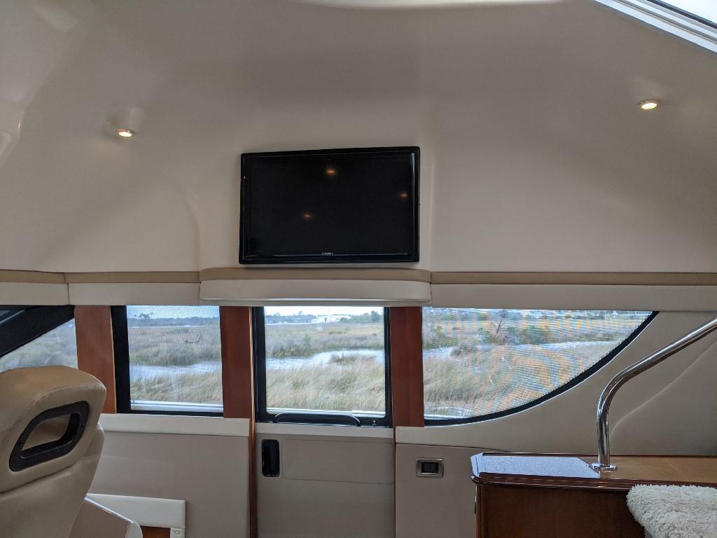 Carver 56 Voyager SE - Pilothouse TV