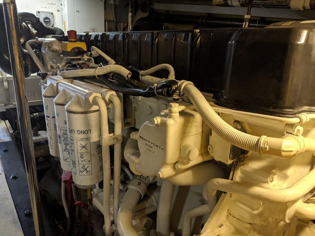 Carver 56 Voyager SE - Port Engine