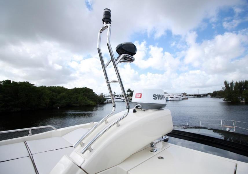 Scoop on Hardtop holding radar, spotlight, anchor light
