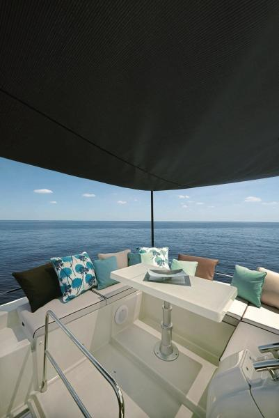 Sunlounge with Canopy and table up