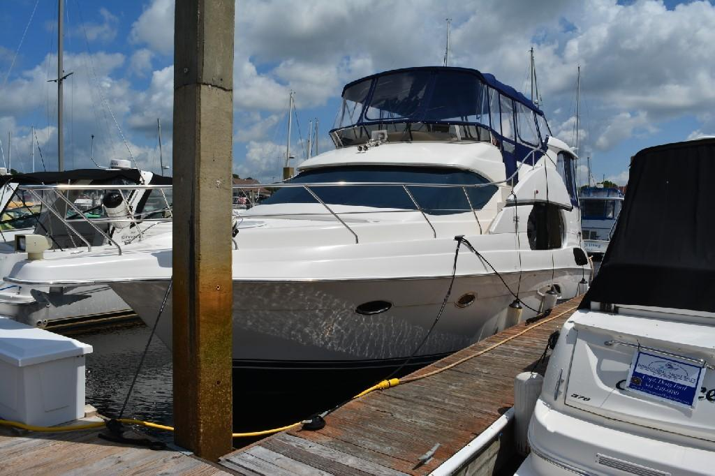 Silverton 43 Motor Yacht - Port Bow