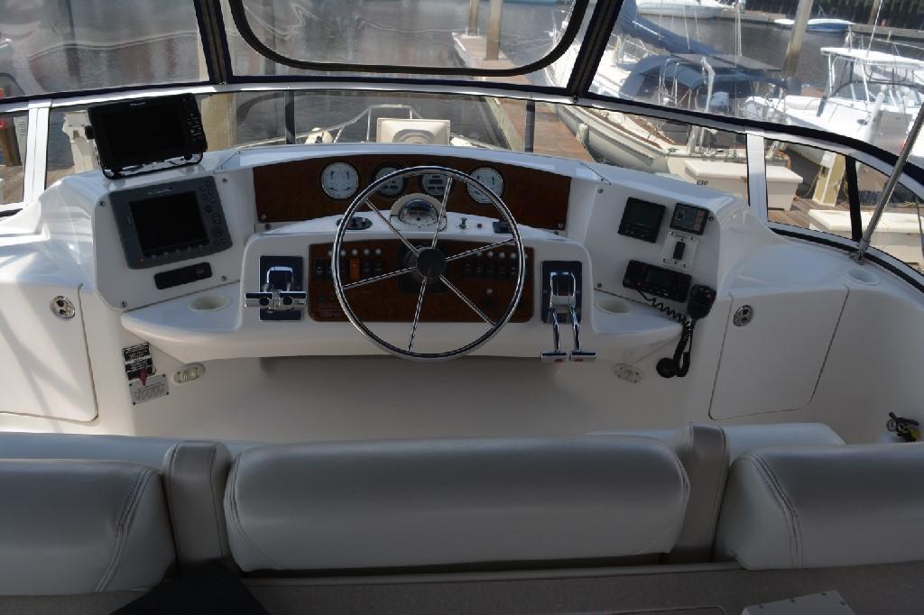 Silverton 43 Motor Yacht - Helm