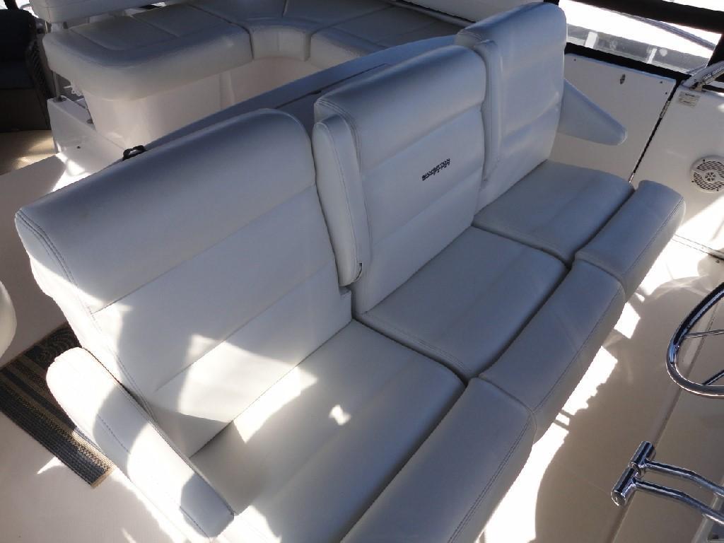 Silverton 43 Motor Yacht - Helm Seating