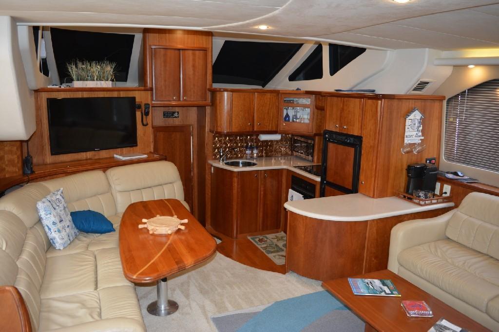 Silverton 43 Motor Yacht - Salon