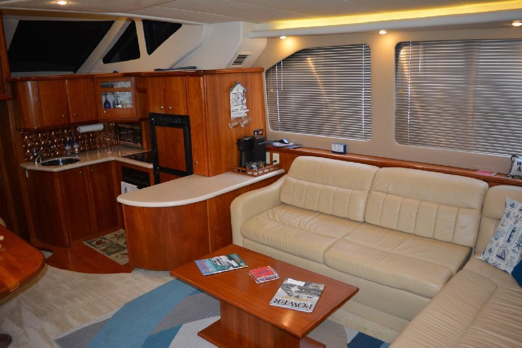 Silverton 43 Motor Yacht - Salon to Starboard