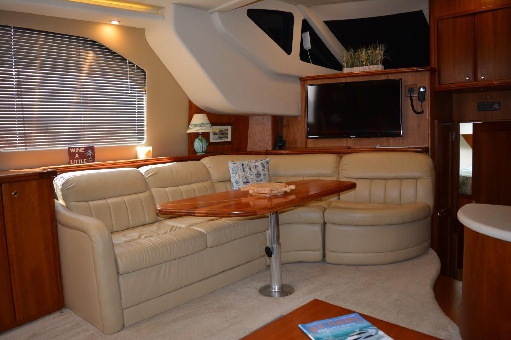 Silverton 43 Motor Yacht - Port Settee