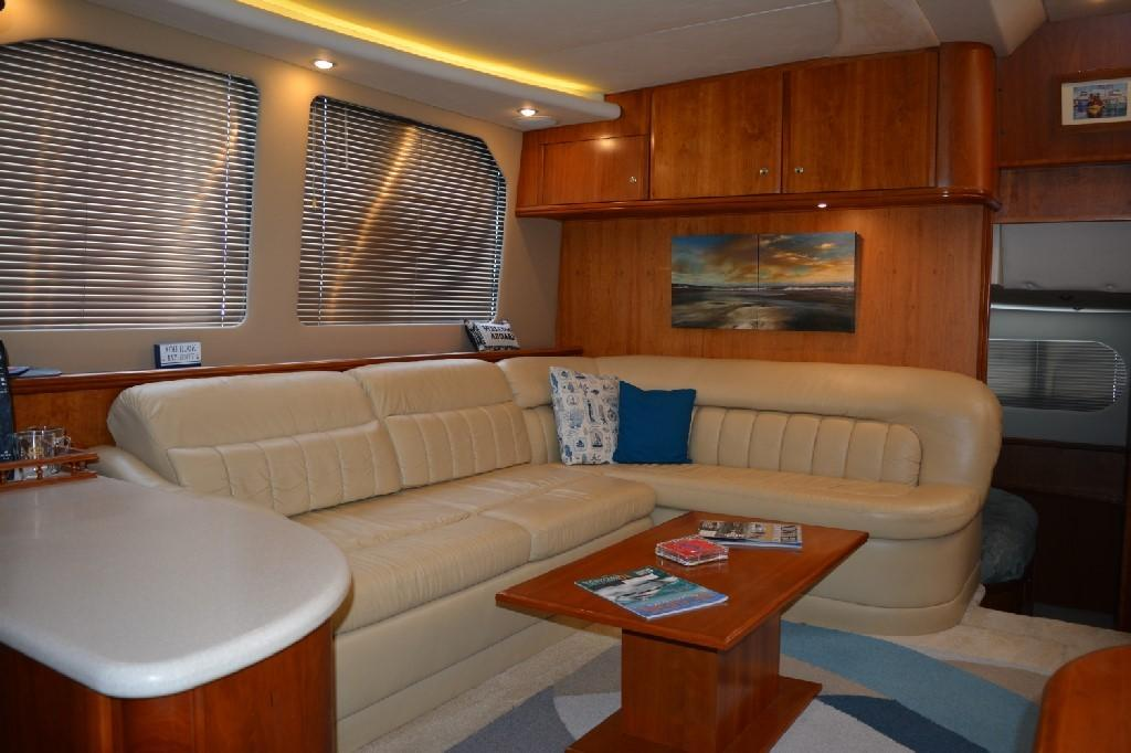 Silverton 43 Motor Yacht - Starboard Settee