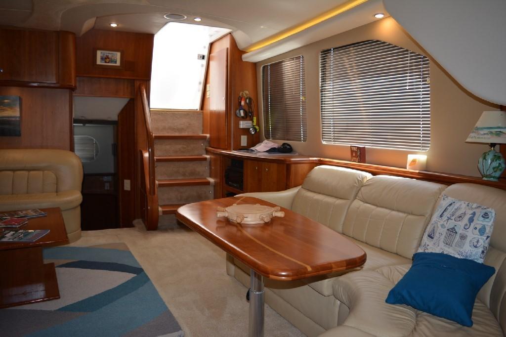 Silverton 43 Motor Yacht - Salon Aft