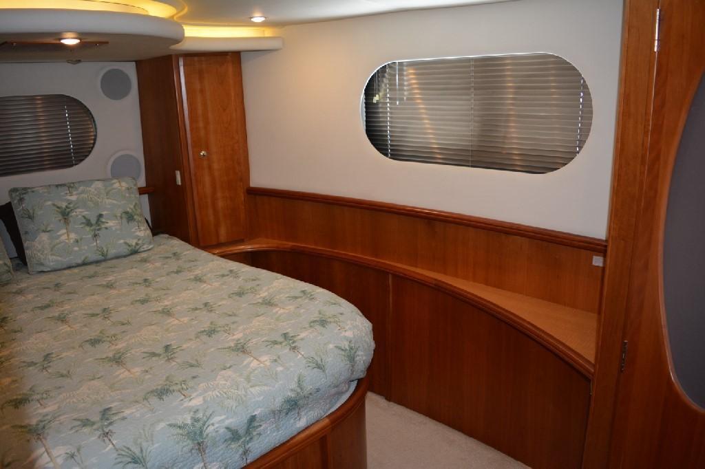 Silverton 43 Motor Yacht - Master Stateroom
