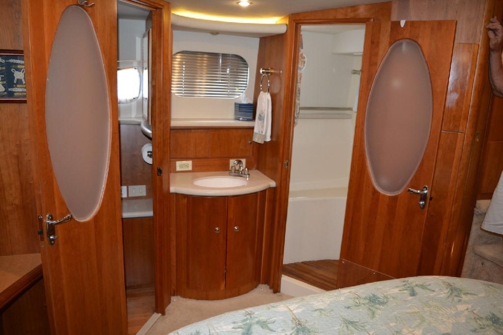 Silverton 43 Motor Yacht - Master Vanity