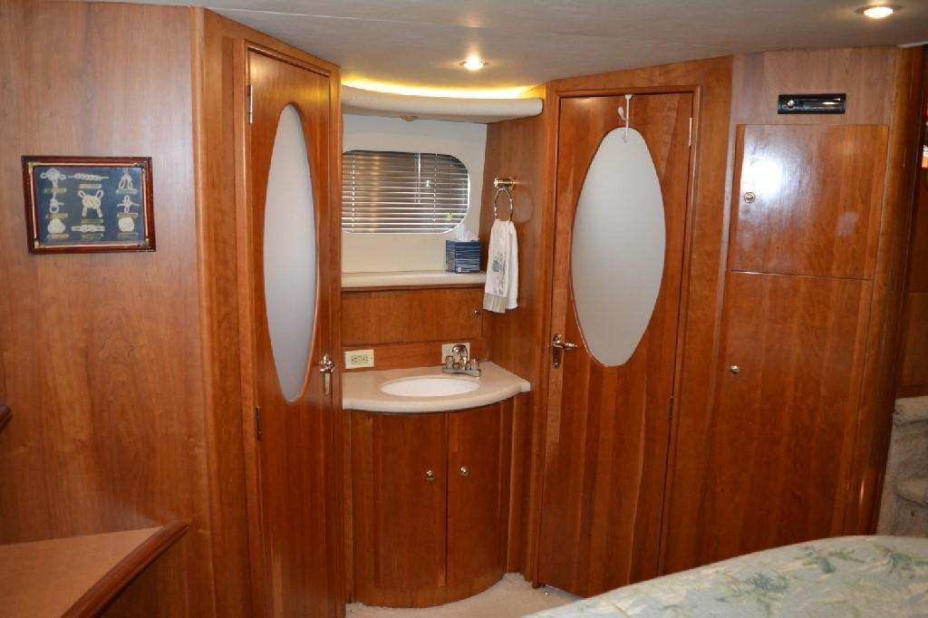 Silverton 43 Motor Yacht - Master Stateroom to Port