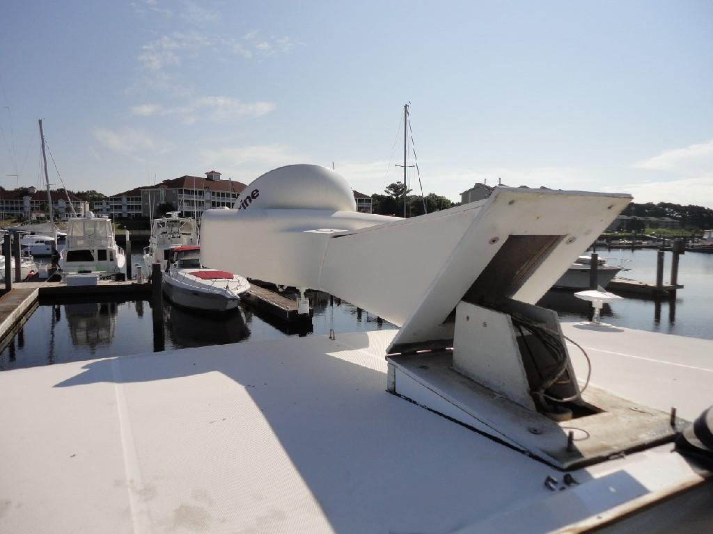 Silverton 43 Motor Yacht - Electrically Actuated Radar Mast!