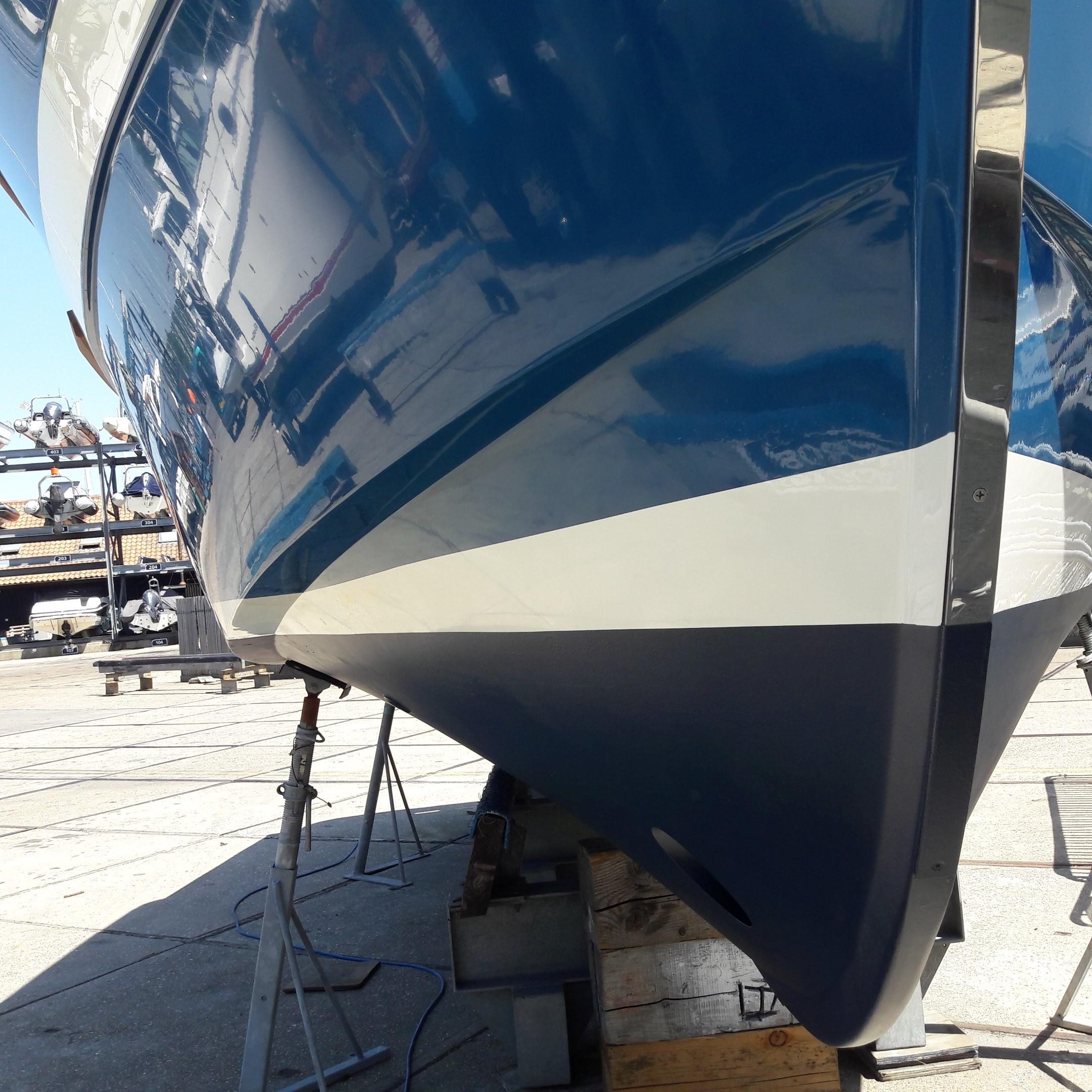 Rhea 730 Timonier - hull shape