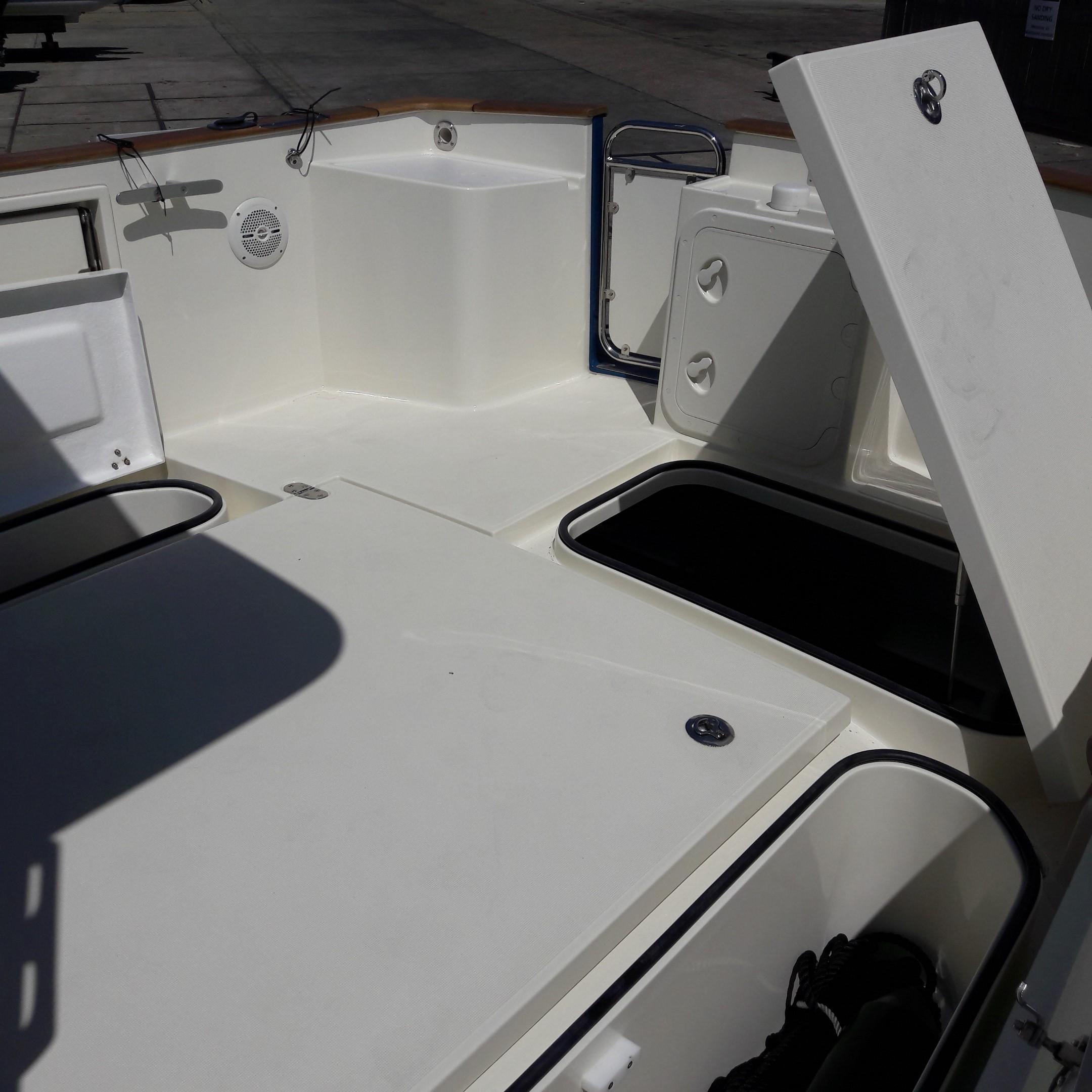 Rhea 730 Timonier - aft deck lockers portside