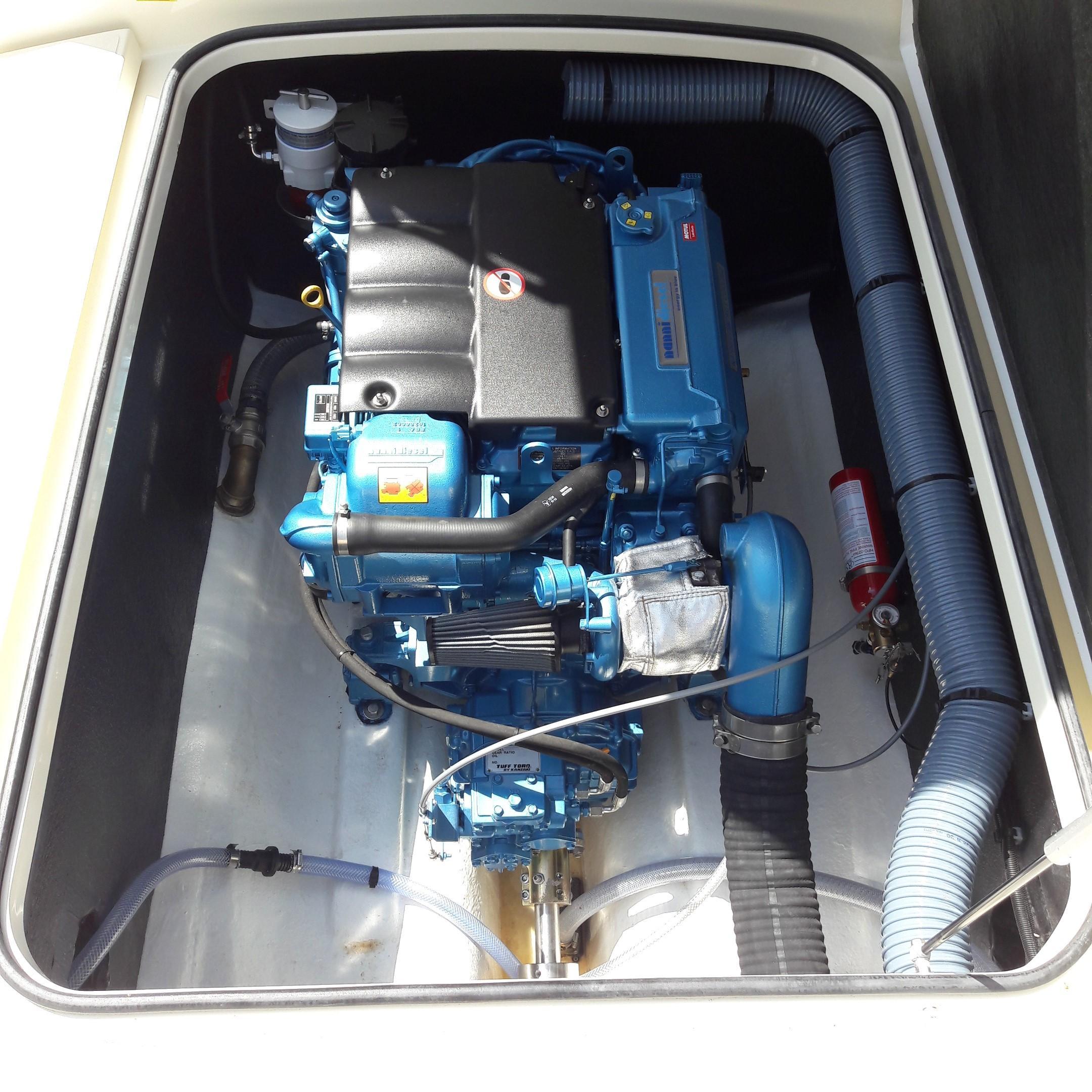 Rhea 730 Timonier - engine installation