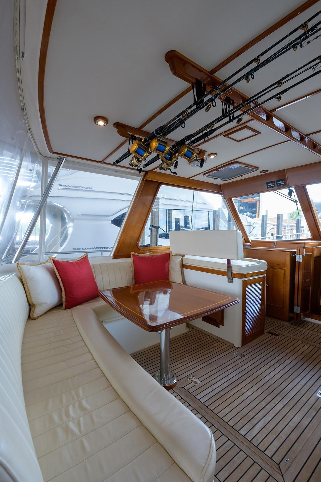 Helm Deck, Port Settee
