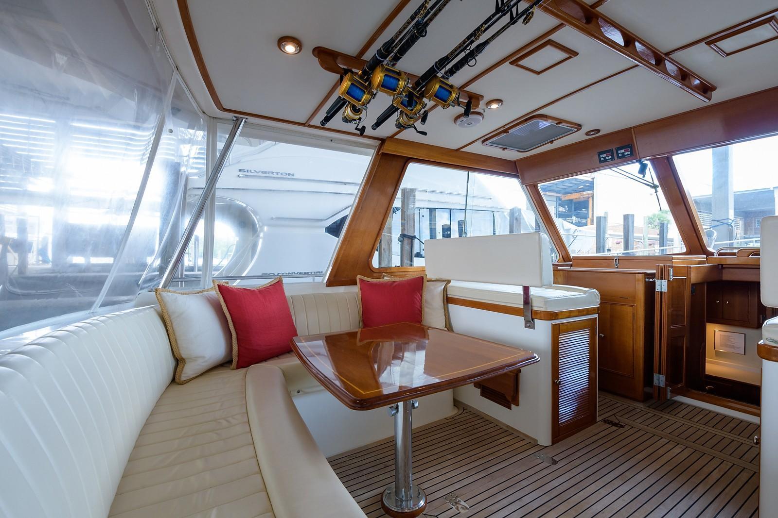 Helm Deck, Port