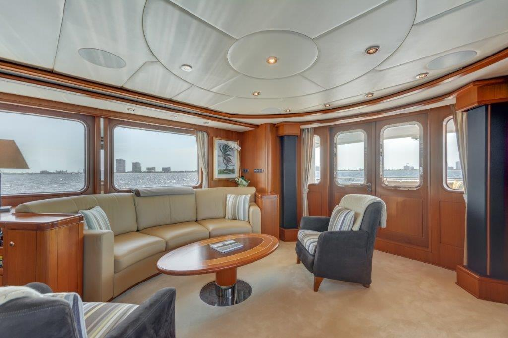 Main Salon - Aft Port View