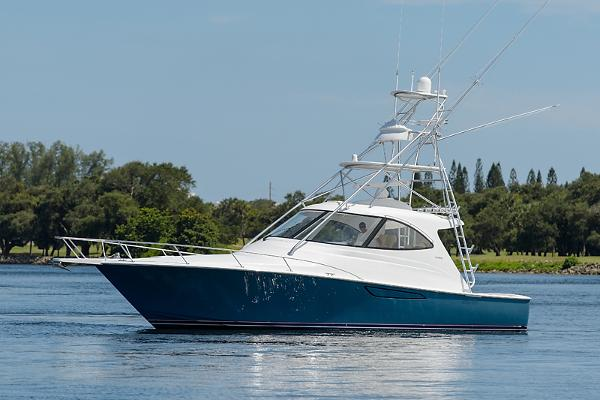 2014 42' Viking Sport Tower w/ Seakeeper