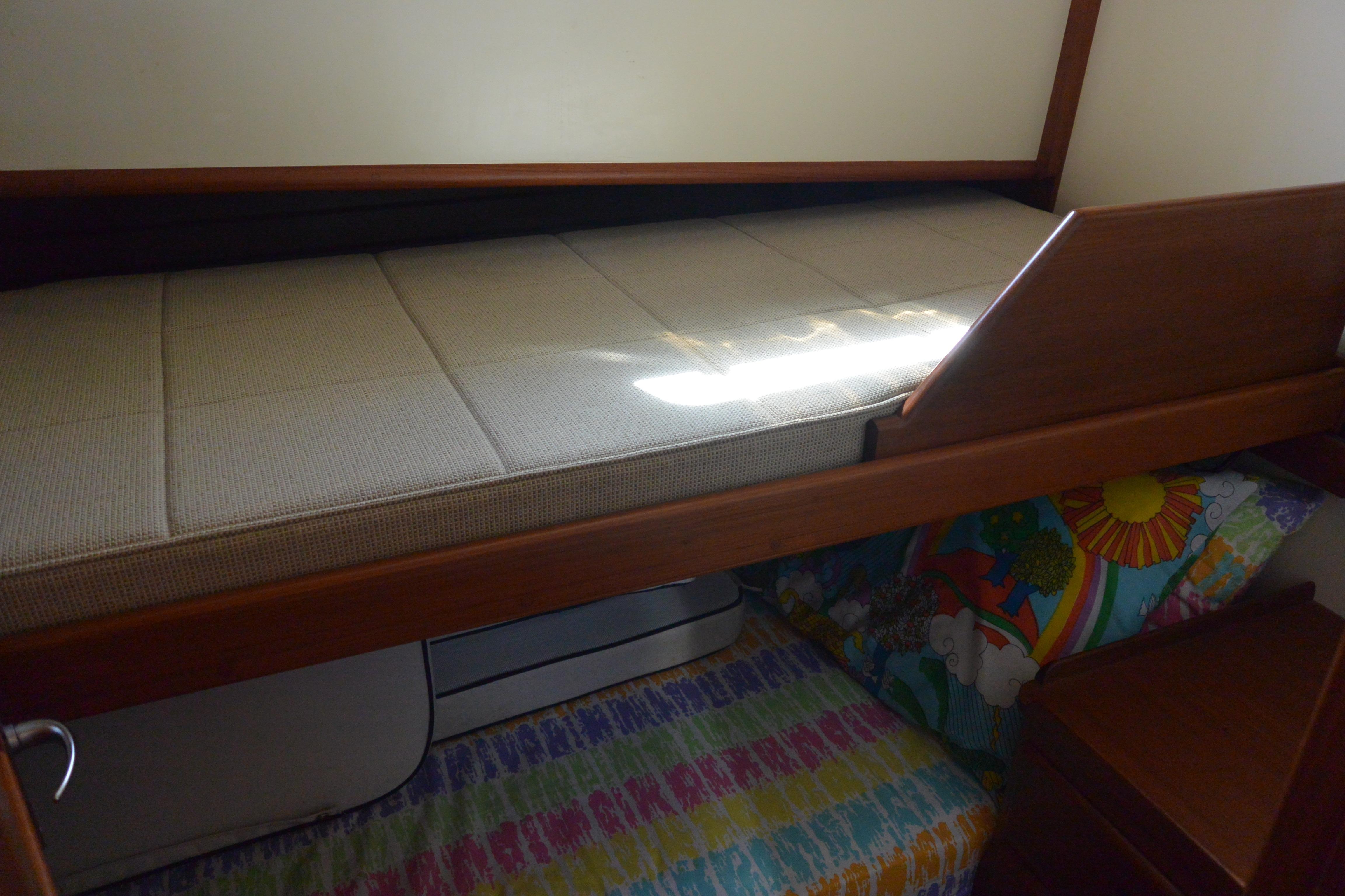 Guest cabin - upper & lower