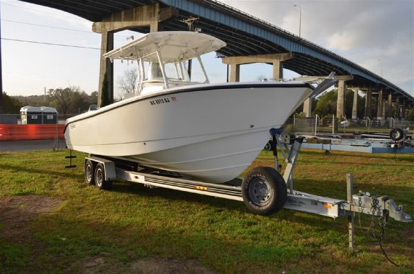 26' Edgewater 268 CENTER CONSOLE