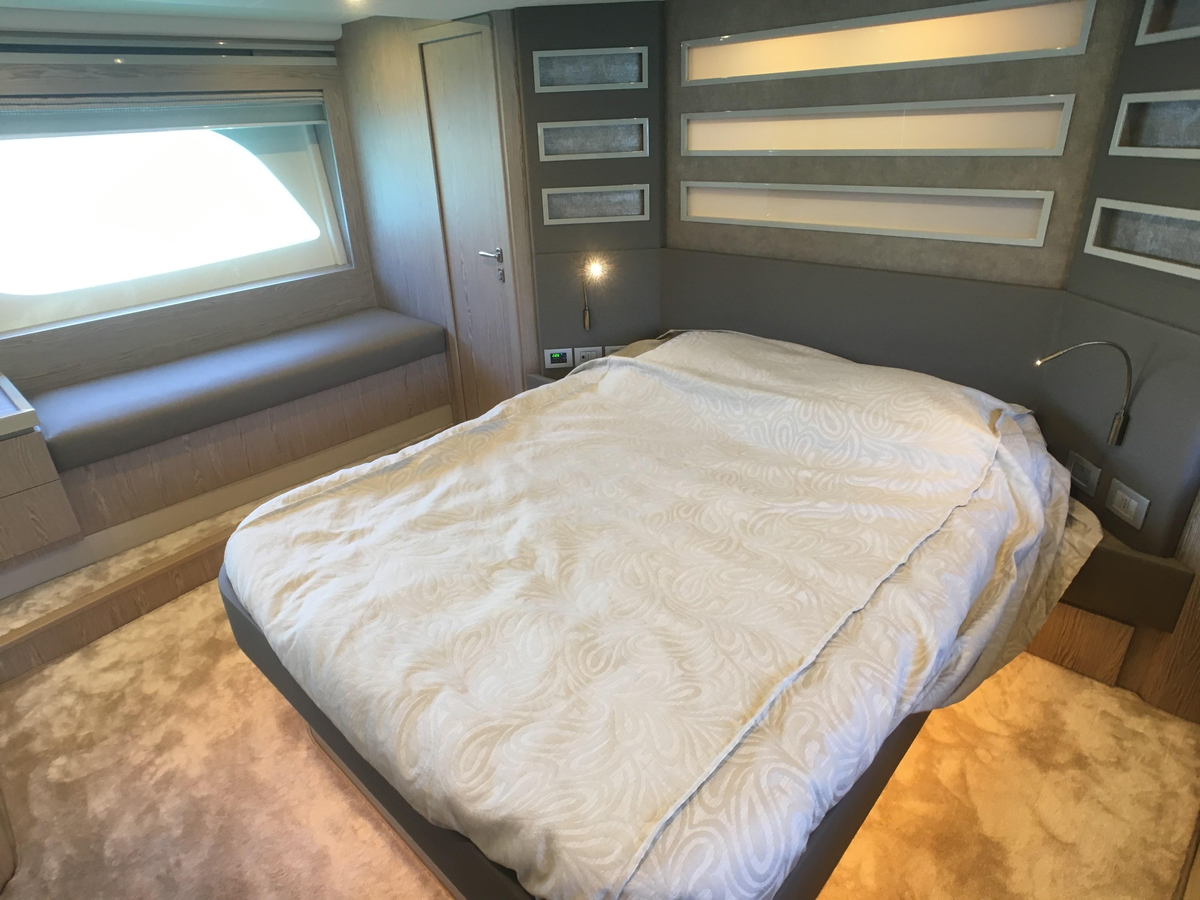 Ferretti 650 Cabin