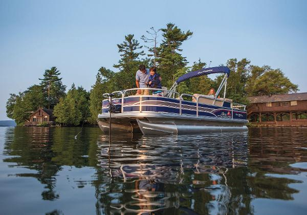 2015 Sun Tracker boat for sale, model of the boat is Fishin' Barge 22 DLX & Image # 7 of 10