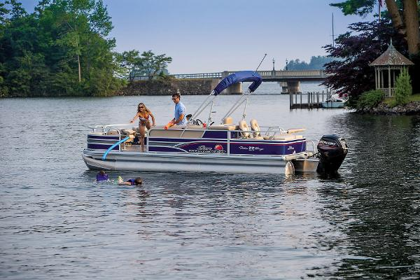 2015 Sun Tracker boat for sale, model of the boat is Fishin' Barge 22 DLX & Image # 8 of 10
