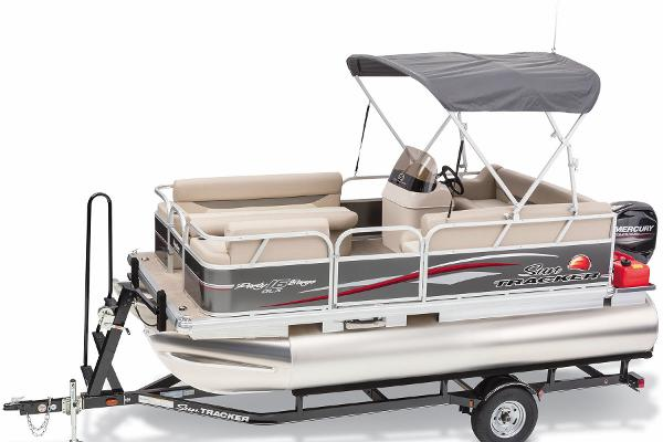 2015 Sun Tracker boat for sale, model of the boat is Party Barge 16 DLX & Image # 3 of 25