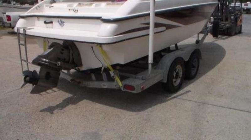 1999 Seaswirl boat for sale, model of the boat is 230 Cuddy Cabin & Image # 4 of 30