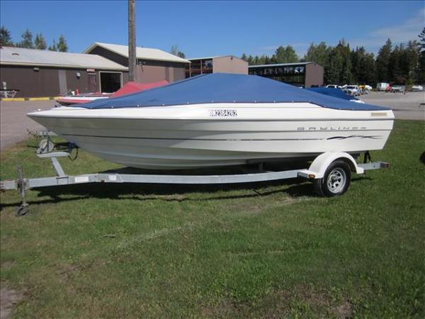 2002 Bayliner boat for sale, model of the boat is 1950 Classic & Image # 2 of 9