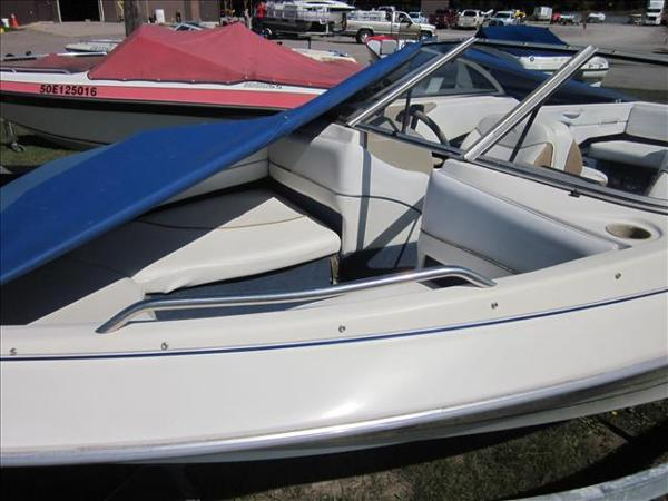 2002 Bayliner boat for sale, model of the boat is 1950 Classic & Image # 3 of 9