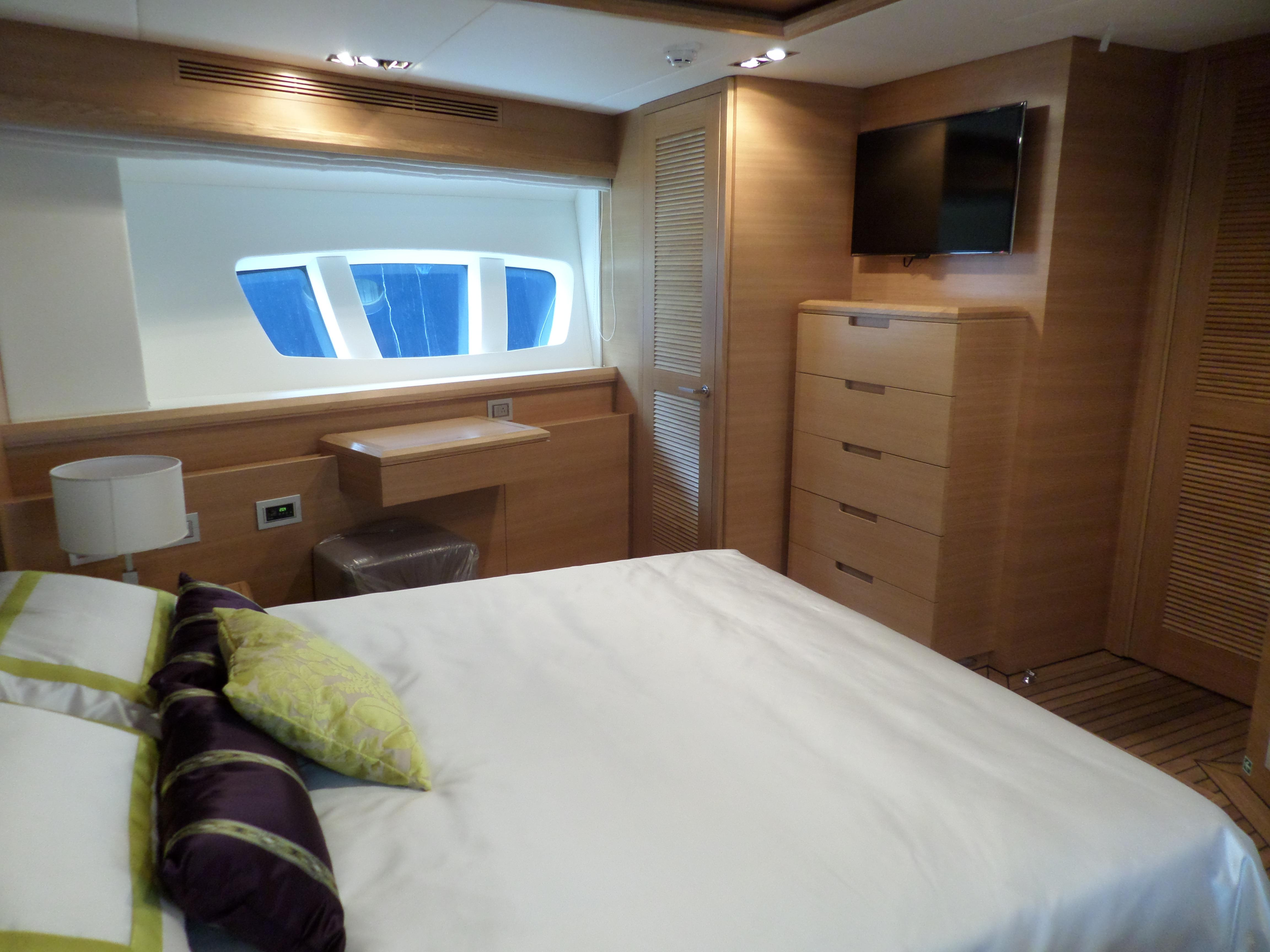 VIP Cabin, Cabines and the side Windows