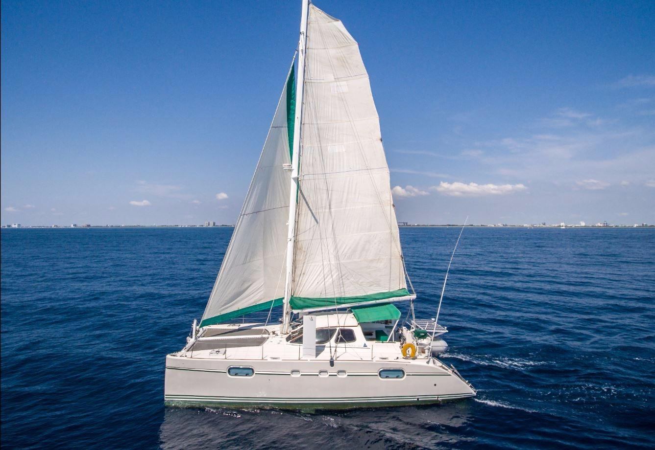 1997 Catana 471   Owner's Version