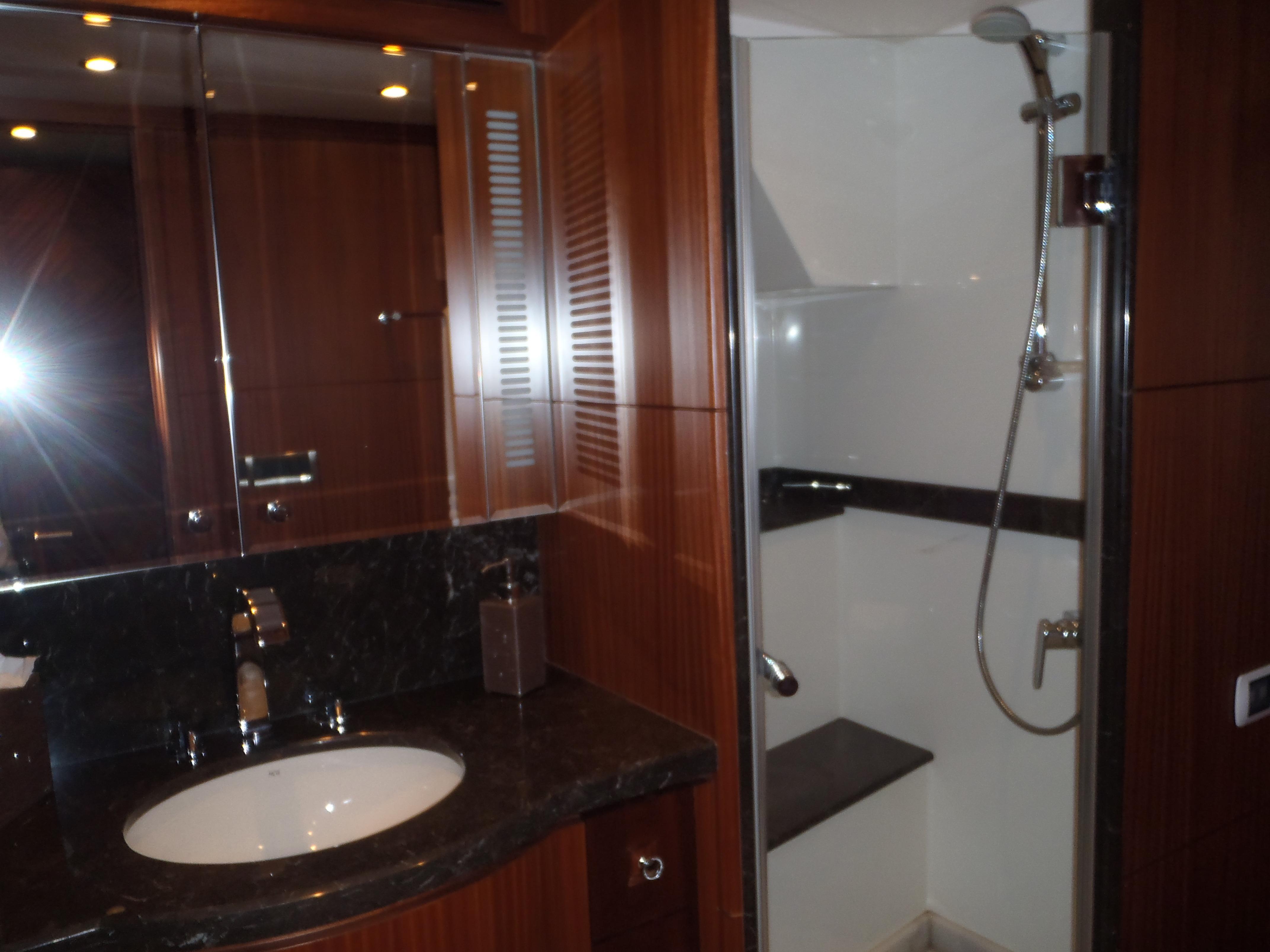 Fwd VIP Head & Shower