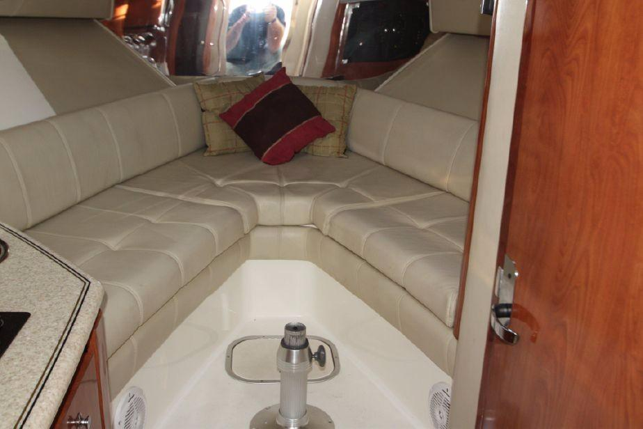 Fountain Sportfish 38 LX Spacious V berths