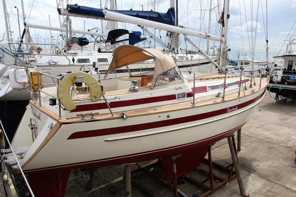 Najad Aphrodite 33 used boat for sale from Boat Sales International
