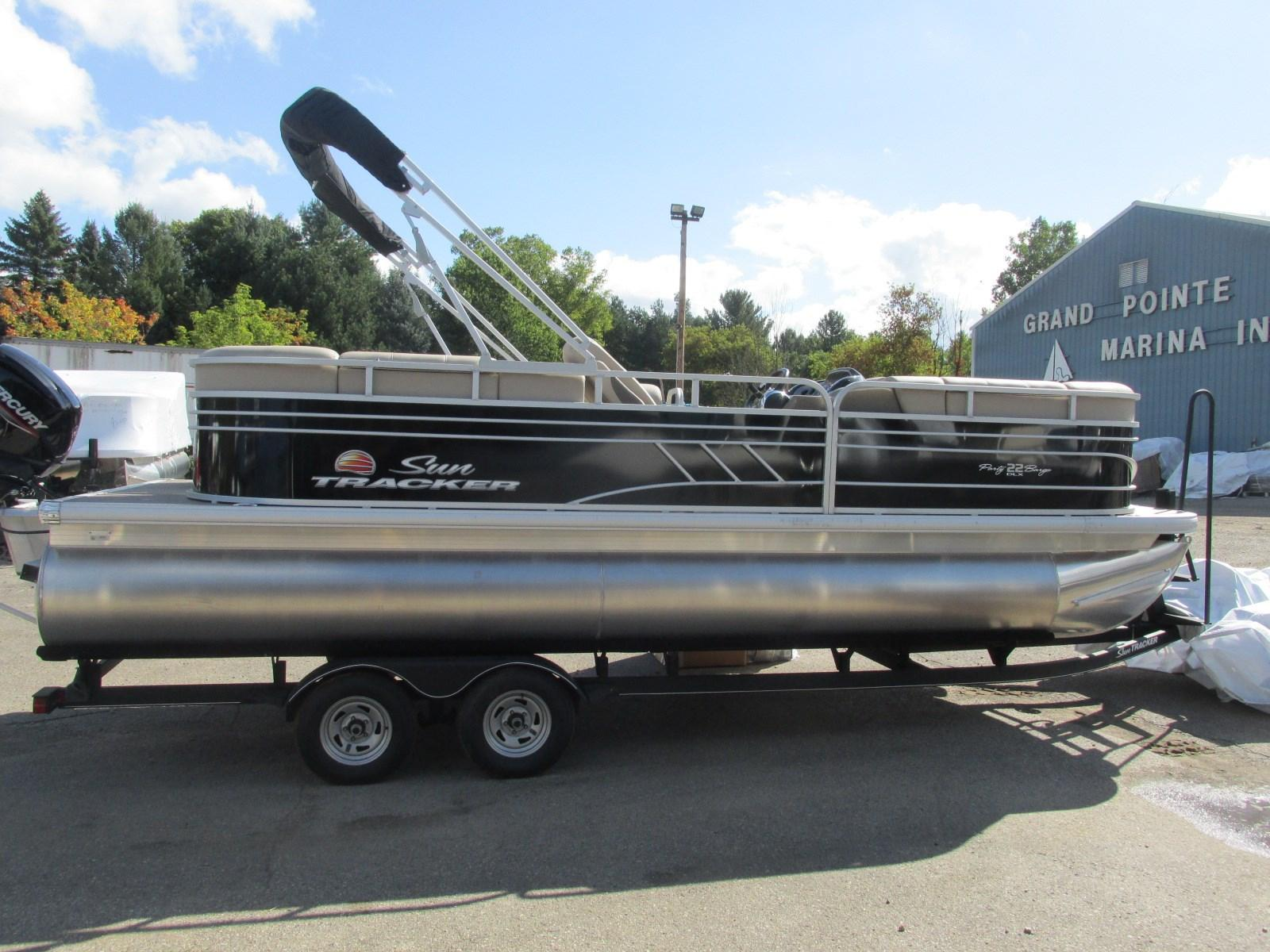 Sun TrackerParty Barge 22 RF DLX