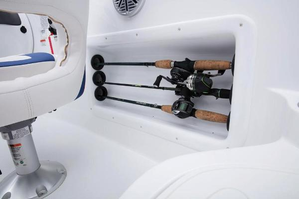 2018 Tahoe boat for sale, model of the boat is 215 Xi & Image # 25 of 38